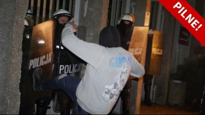 Zamieszki w Koninie: dwóch policjantów rannych, trzy osoby zatrzymane [AKTUALIZACJA]